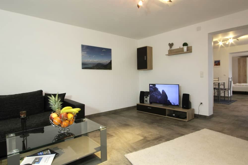 Apartment, 2 Bedrooms, Balcony, Mountain View - Living Room