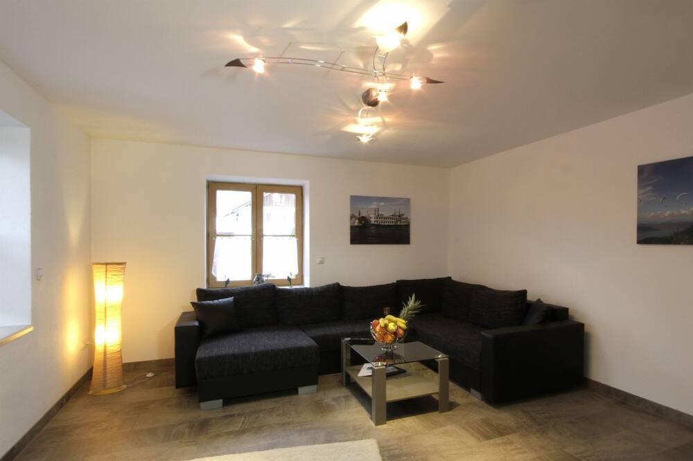 Apartment, 1 Bedroom, Patio, Garden View - Living Room