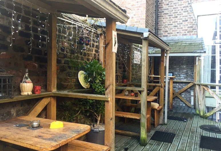 Embassie Backpackers Liverpool, Liverpool, Terraza o patio