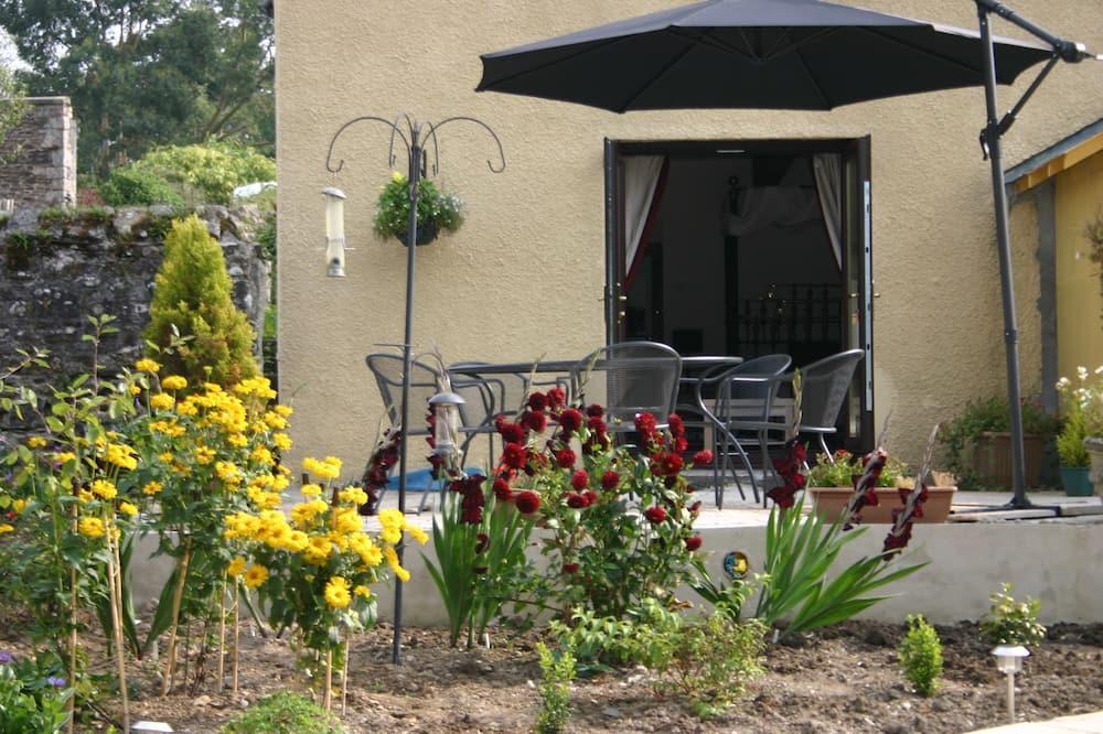 Double Room, Ensuite (Dart Studio) - Garden View