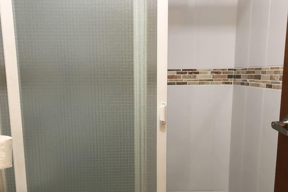 Phòng Tiêu chuẩn, Nhiều giường, Không hút thuốc (1 Queen, 1 Single Room) - Phòng tắm