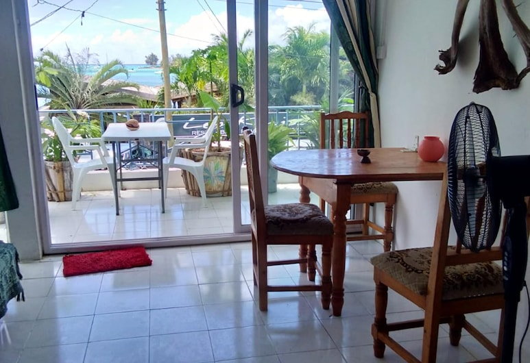 Apartment With one Bedroom in Grand Baie, With Wonderful sea View and Furnished Balcony - 200 m From the Beach, Grand-Baie