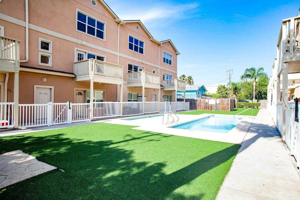 Condo (Star Beachside #102 2 Bedroom) - Outdoor Pool