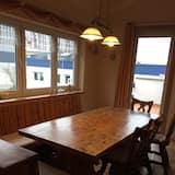 Basic apartman, 4 spavaće sobe, balkon, pogled na vrt - Obroci u sobi