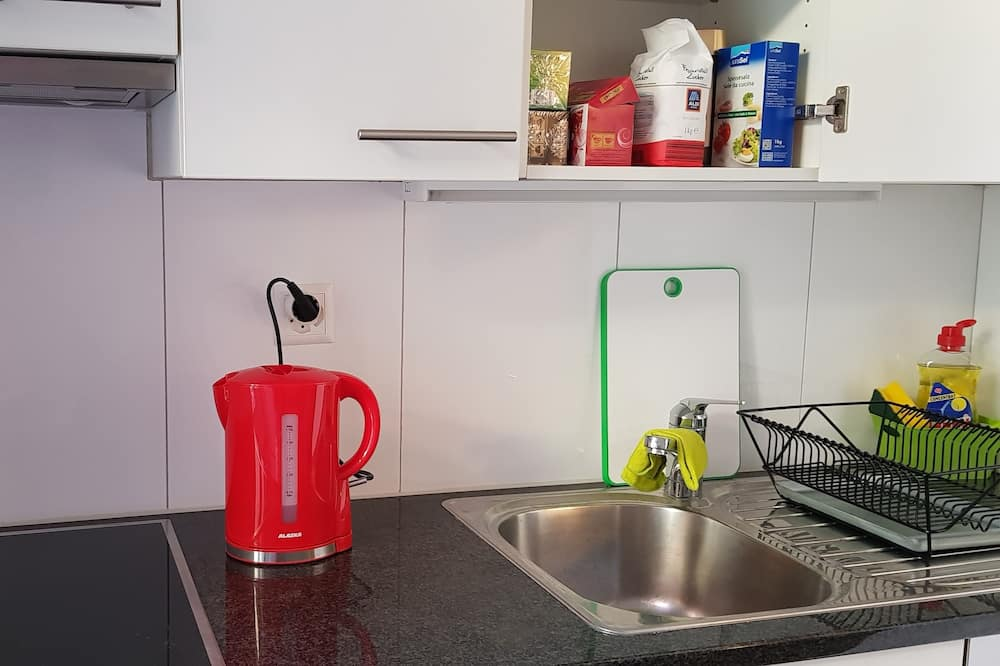 Economy Double Room, City View - Shared kitchen