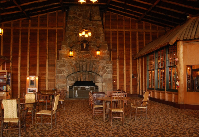 Old Faithful Lodge & Cabins, Yellowstone National Park, Lobby