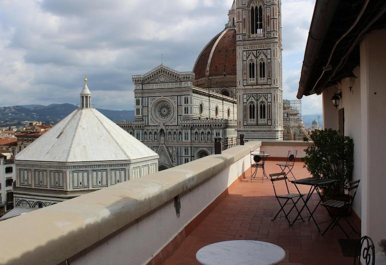 Art Apartment Duomo Luxury View, פירנצה, מרפסת/פטיו