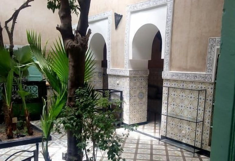Riad Bouchouari, Marrakech, Courtyard