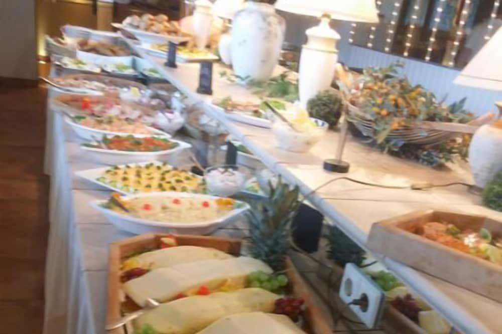 Doručak sa švedskim stolom