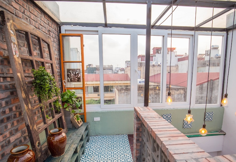 Halley Hostel, Hanói, Terraza o patio
