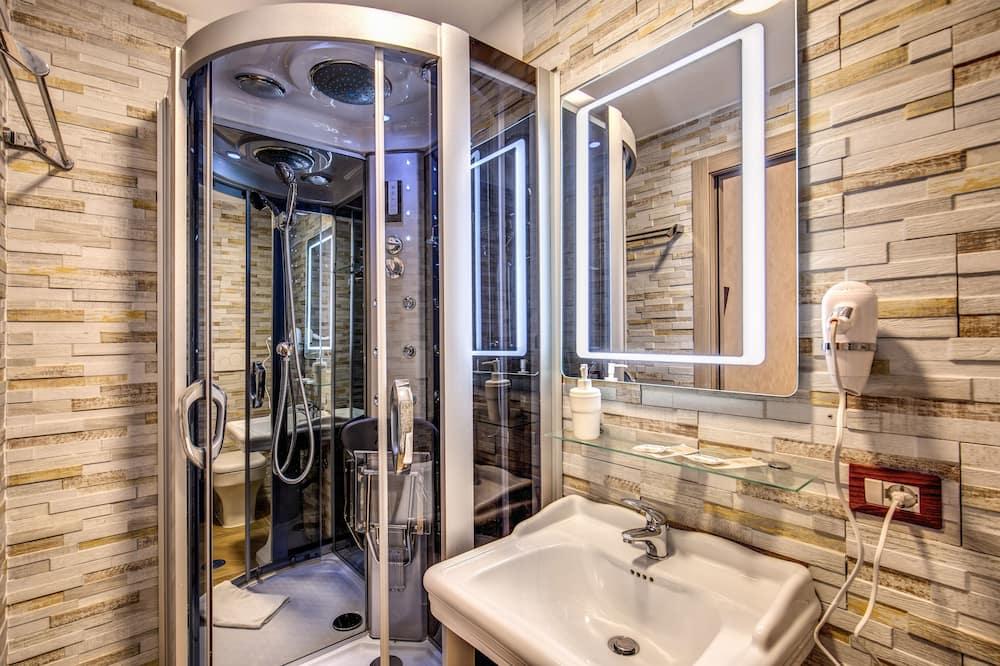 Čtyřlůžkový pokoj typu Deluxe - Koupelna