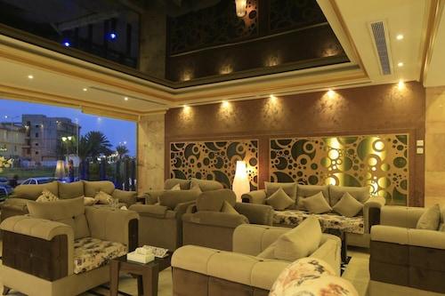 加贊皇家套房飯店/