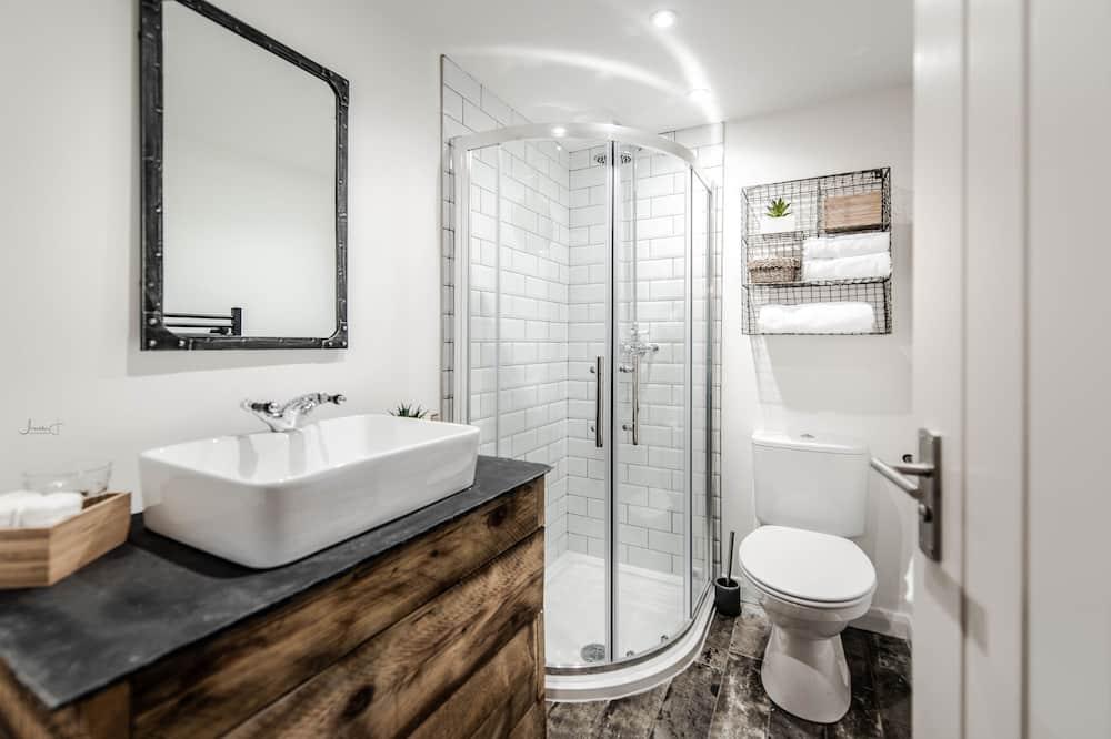 Deluxe Apartment, Non Smoking - Bathroom Shower