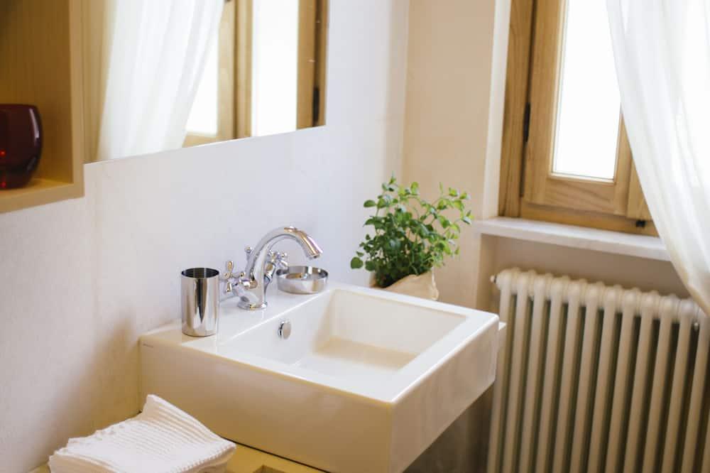 Double Room, Garden View - Bathroom Sink