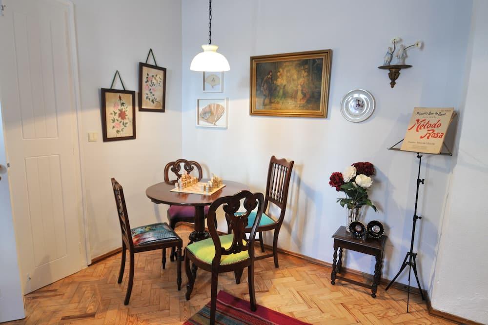 House, 2 Bedrooms - Tempat Makan dalam Bilik