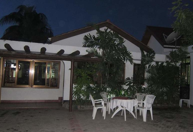 蒙巴薩家庭旅館, 三蘭港