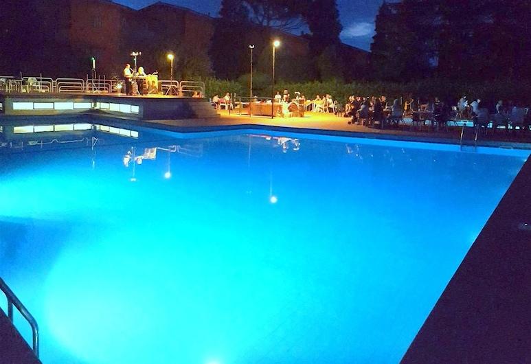 克里斯蒂娜 1 号民宿, 佩斯基耶拉 , 室外游泳池