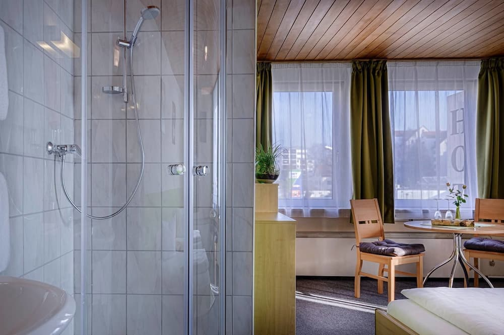 ห้องซิงเกิล, ห้องน้ำรวม - ห้องน้ำ