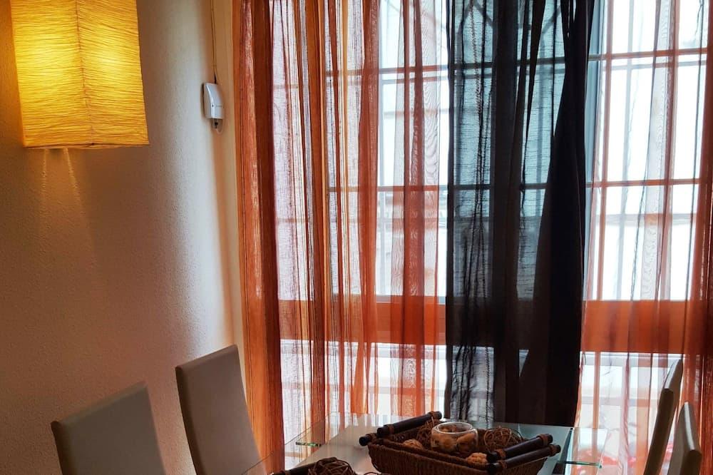Апартаменти, 2 спальні, з видом на місто - Обіди в номері