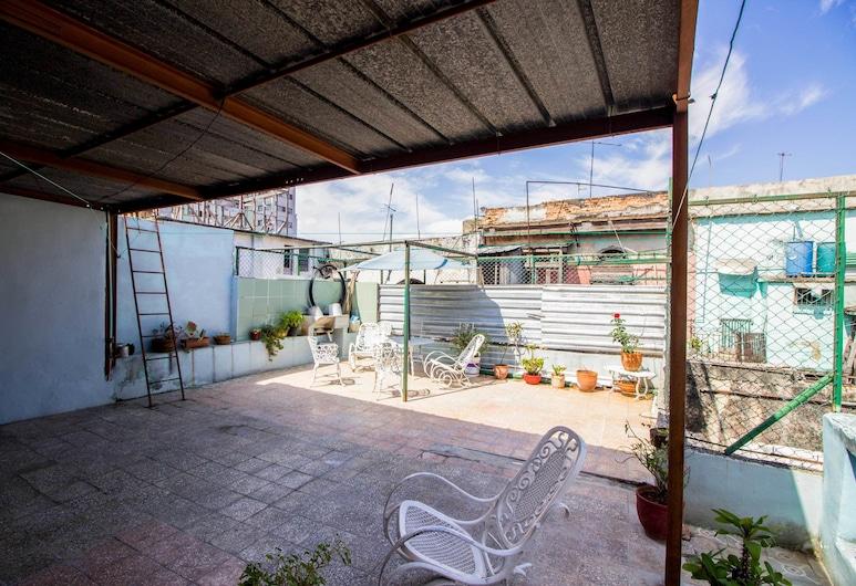 Old Havana Carlos Hostel House, הוואנה, חדר קומפורט זוגי, מיטה זוגית, מרפסת/פטיו