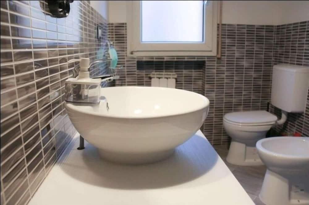 Standardní pokoj s dvojlůžkem, dvojlůžko (180 cm), nekuřácký - Koupelna