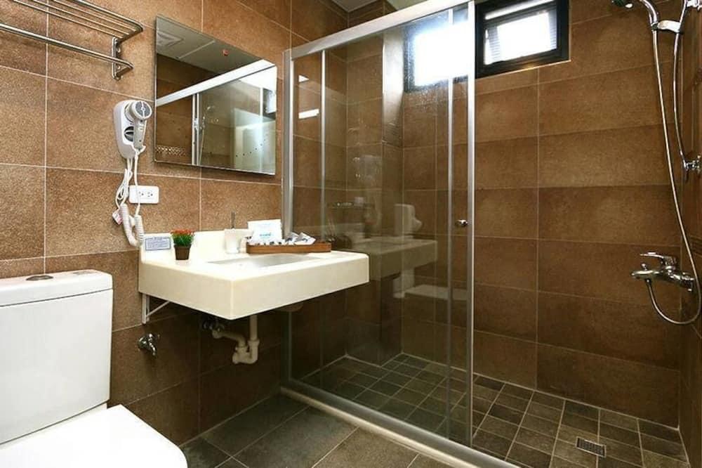 Classic Double Room, 1 Queen Bed, Non Smoking - Bathroom