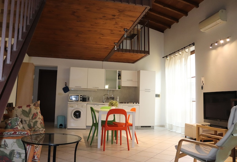 Ricasoli51 - Near Gallery of the Academy of Florence, Florence, Family Apartment, Multiple Beds, Non Smoking, Living Area