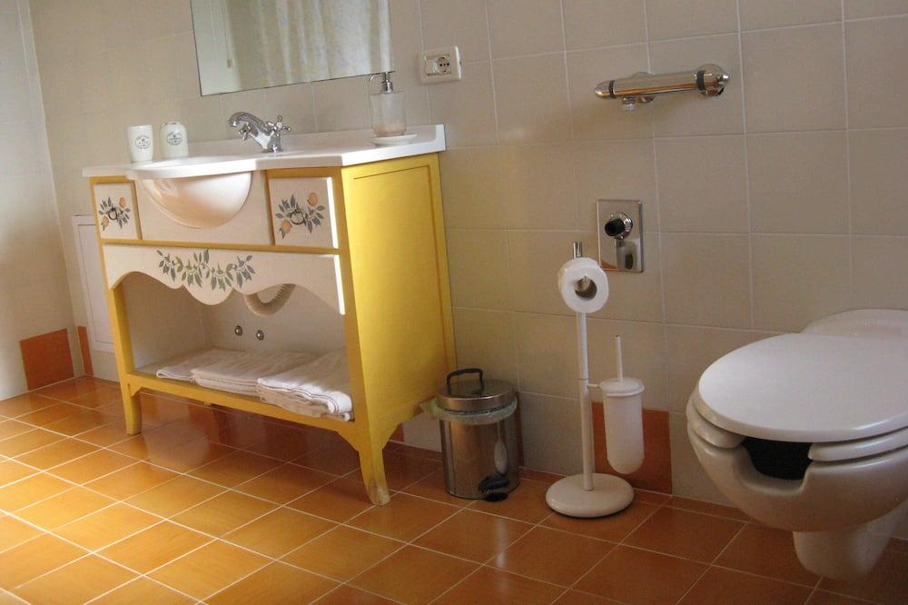 Comfort Double Room Single Use, Accessible - Bathroom