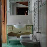 Romantic Suite - Bathroom