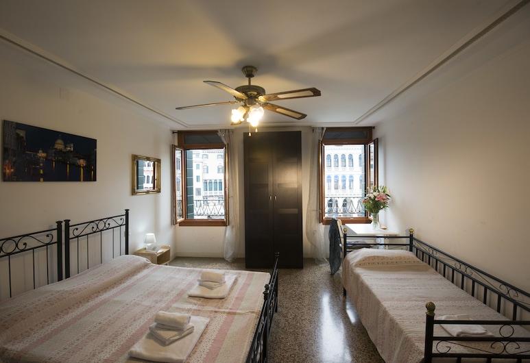 Magic Rialto, Венеция, Двухместный номер «Классик» с 1 двуспальной кроватью, общая ванная комната (Grand Canal and Rialto), Номер