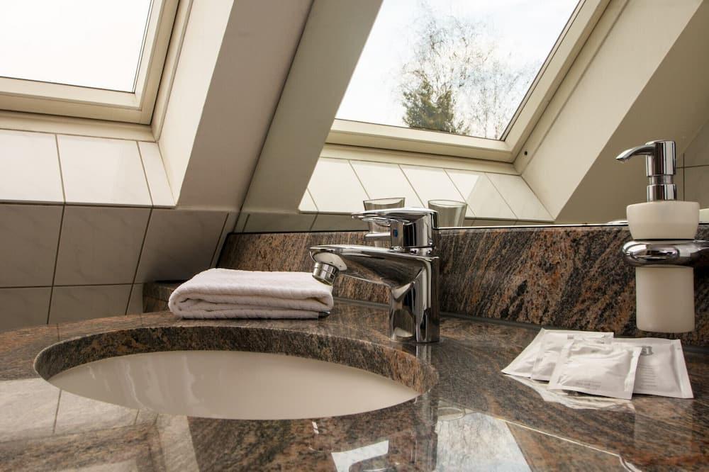 Standard Single Room, Ensuite - Bathroom