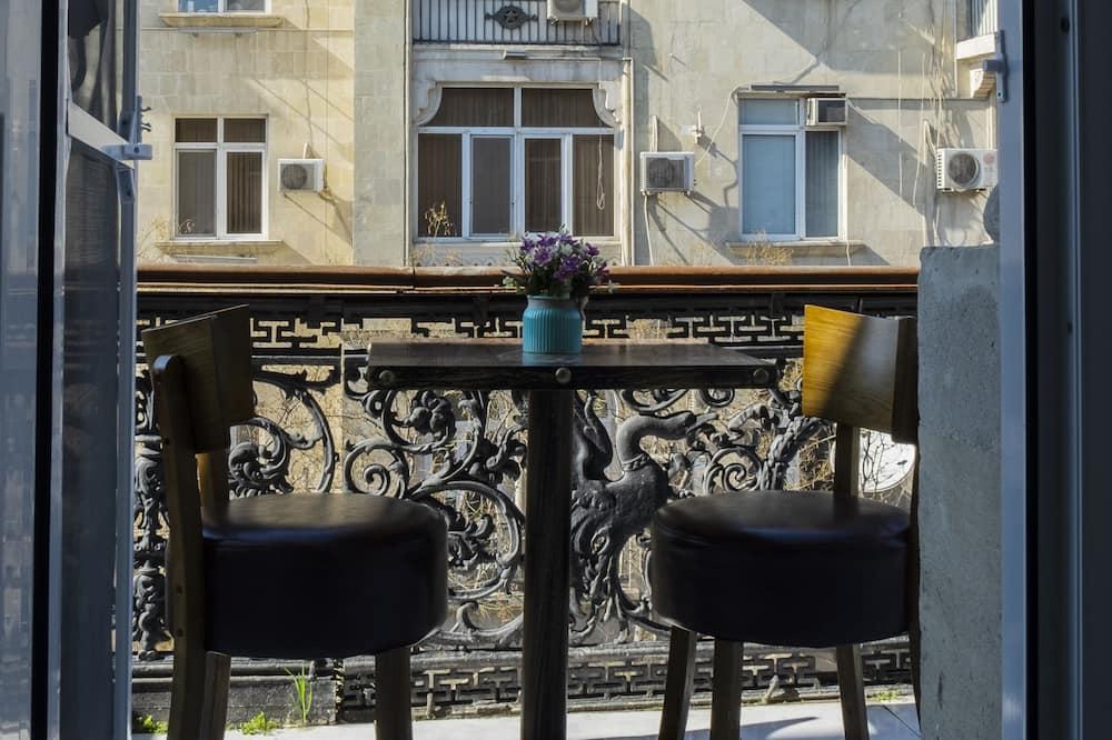 Basic-fællessovesal - mænd/kvinder - balkon - Byudsigt
