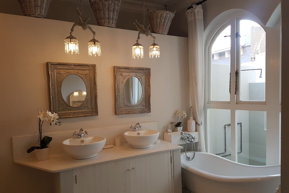 Comfort House, Courtyard View (French Quarter) - Bathroom