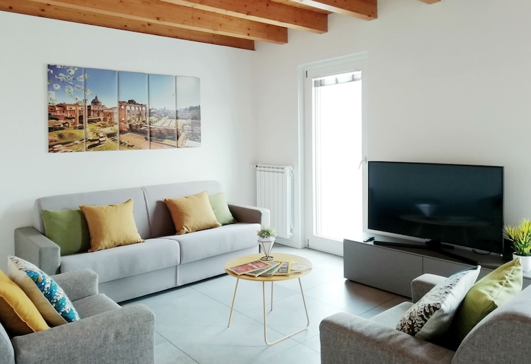 StepAndGo Apartments, Milan, Deluxe Apartment, 1 Bedroom, Living Room