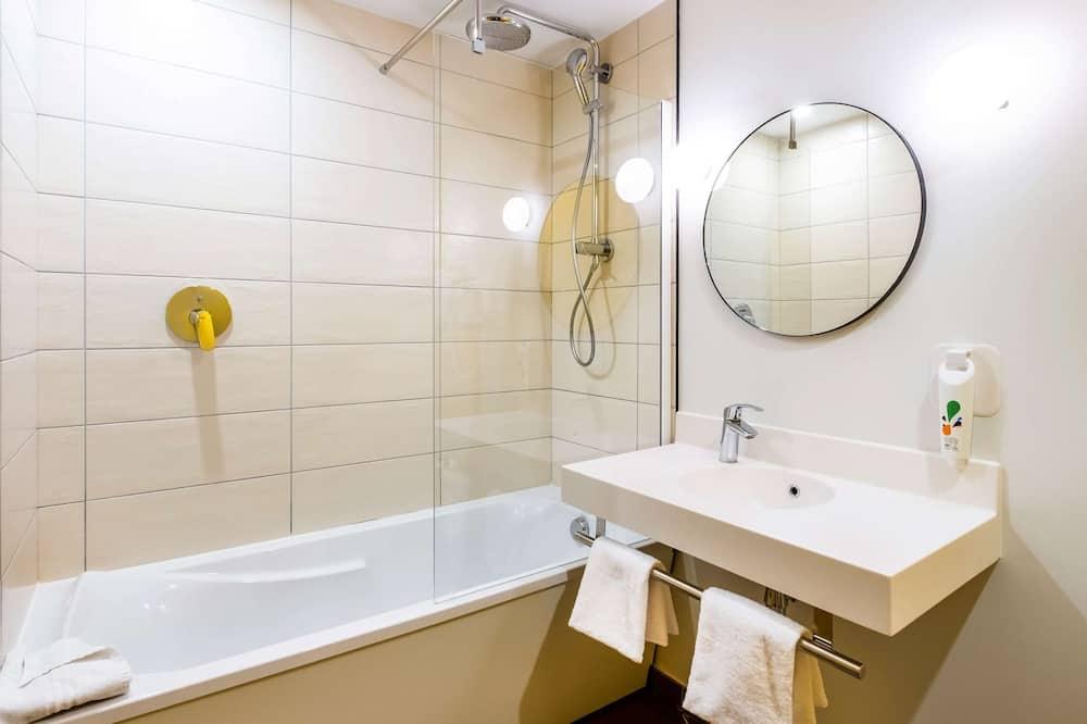 Štandardná dvojlôžková izba, viacero postelí - Kúpeľňa