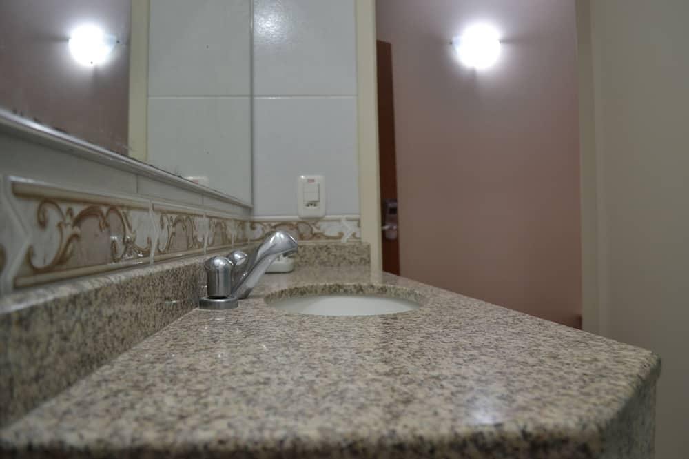 Apartmá typu Superior, více lůžek - Koupelna
