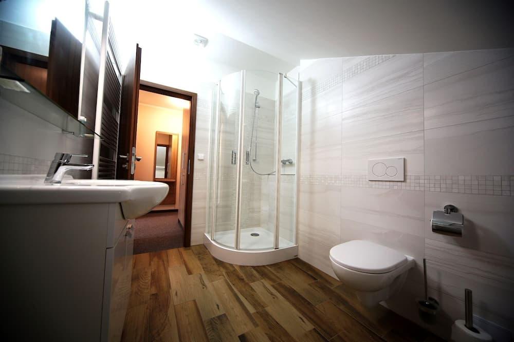 Căn hộ Deluxe, 1 giường cỡ queen - Phòng tắm