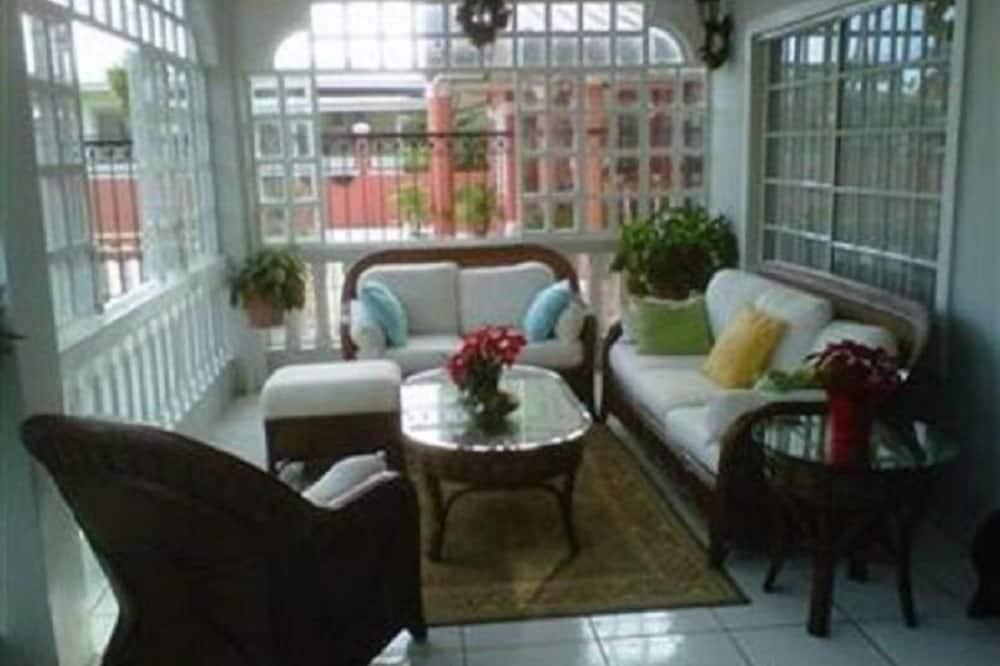 Trojlôžková izba typu Comfort, viacero postelí, chladnička - Obývacie priestory