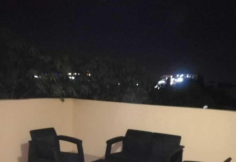 ピラミッドが見えるアパート、ベッドルーム 3 室, ギザ, ファミリー アパートメント 3 ベッドルーム バルコニー, バルコニー