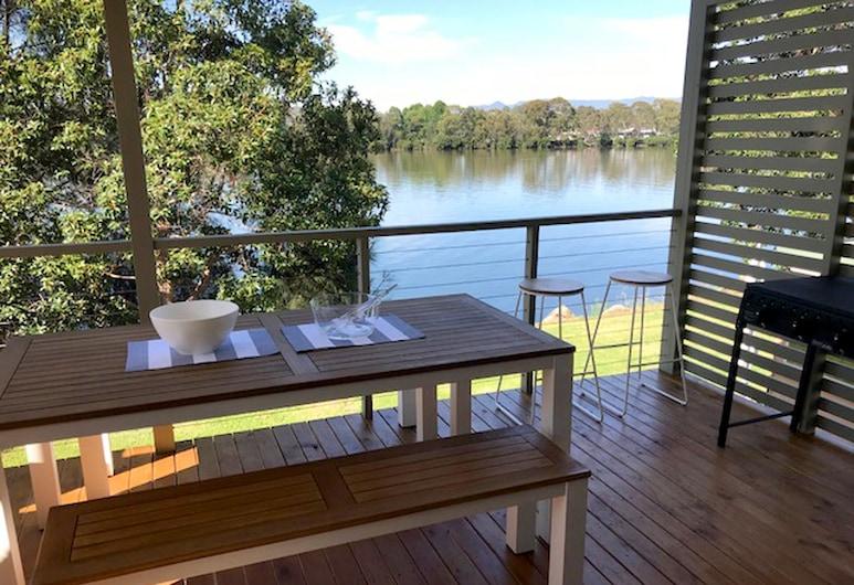 Riverbreeze Holiday Park, Moruya,  3-Bedroom Executive Riverfront Villa, Terrace/Patio