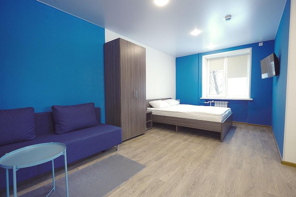 基本開放式客房, 1 張加大雙人床及 1 張梳化床, 非吸煙房 - 特色相片