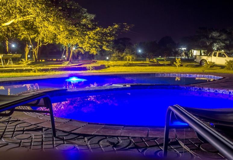 Gen 3230 Resort, Lusaka, Buitenzwembad
