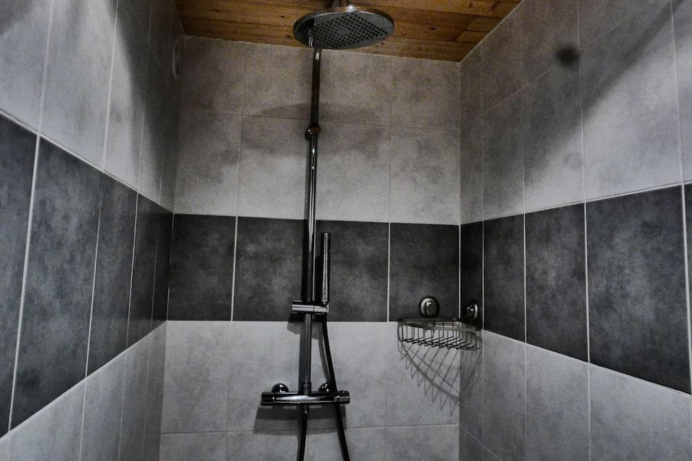 Chambre Double, 1 grand lit, non-fumeurs - Douche de la salle de bain