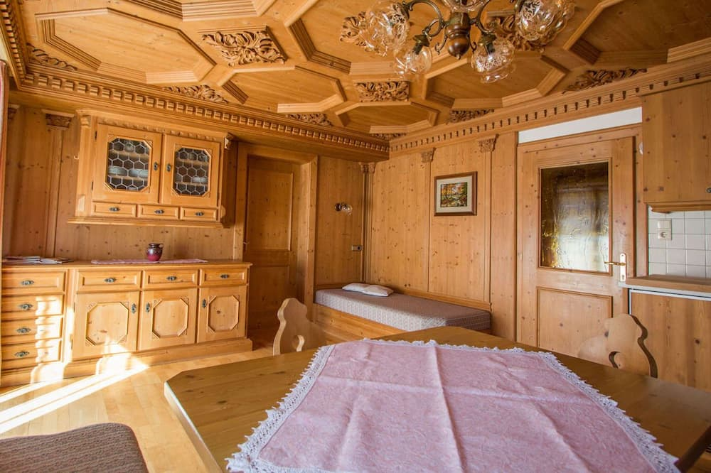 Apartamentai, 2 miegamieji, vaizdas į kalnus - Svetainės zona
