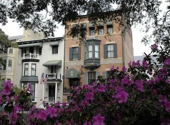 Enter your dates for special Savannah last minute prices