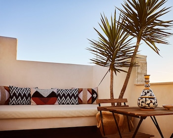 Enter your dates to get the Noto hotel deal