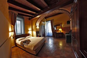 Enter your dates to get the Acireale hotel deal