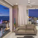 Luxury Condo, 1 King Bed, Non Smoking, Ocean View - Living Area