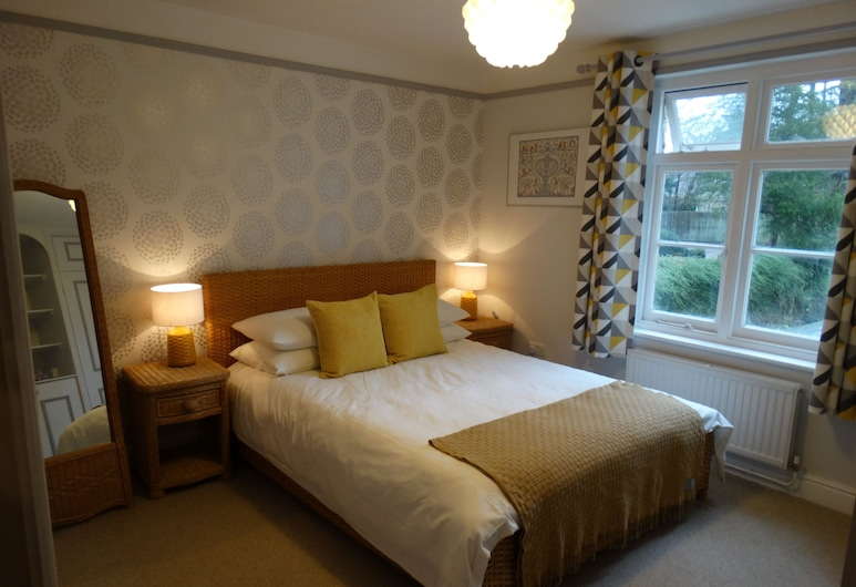 Spacious Apartment in Winchester, Winchester, Comfort Apartment, Room