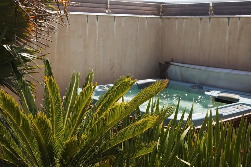 House, Multiple Beds, Beach View (On the Beach) - Outdoor Spa Tub